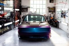 studio-ales-car-wrap-polep-aut-celopolep-dodge-challenger-avery-color-flow-riptide-rushing-5