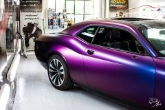 studio-ales-car-wrap-polep-aut-celopolep-dodge-challenger-avery-color-flow-riptide-rushing