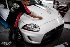 car-wrap-design-studio-ales-polep-aut-jaguar-xkr-cabrio-white-avery-halftone-4