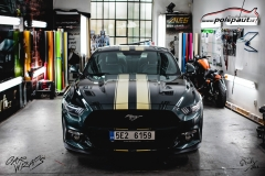 studio-ales-car-wrap-polep-aut-design-mustang-stripes-gold-kpmf-starlight-4