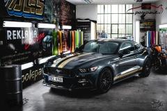 studio-ales-car-wrap-polep-aut-design-mustang-stripes-gold-kpmf-starlight-5