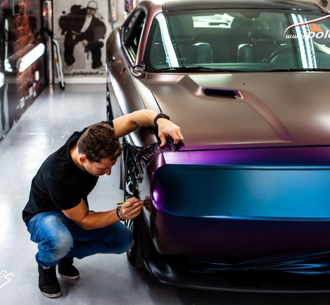 https://polepaut.cz/wp-content/uploads/2019/04/studio-ales-car-wrap-polep-aut-celopolep-dodge-challenger-avery-color-flow-riptide-rushing-6-670x620.jpg